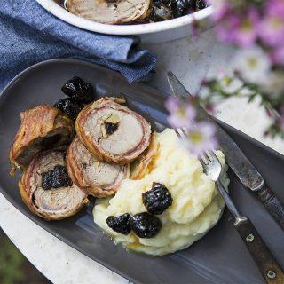 Napi receptsztori: póréhagyma-krémleves és baconbe tekert szűzérme aszalt szilvával és krumplipürével