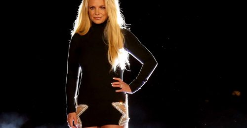 Britney Spears 20 éve bújt bele a piros latexoverallba