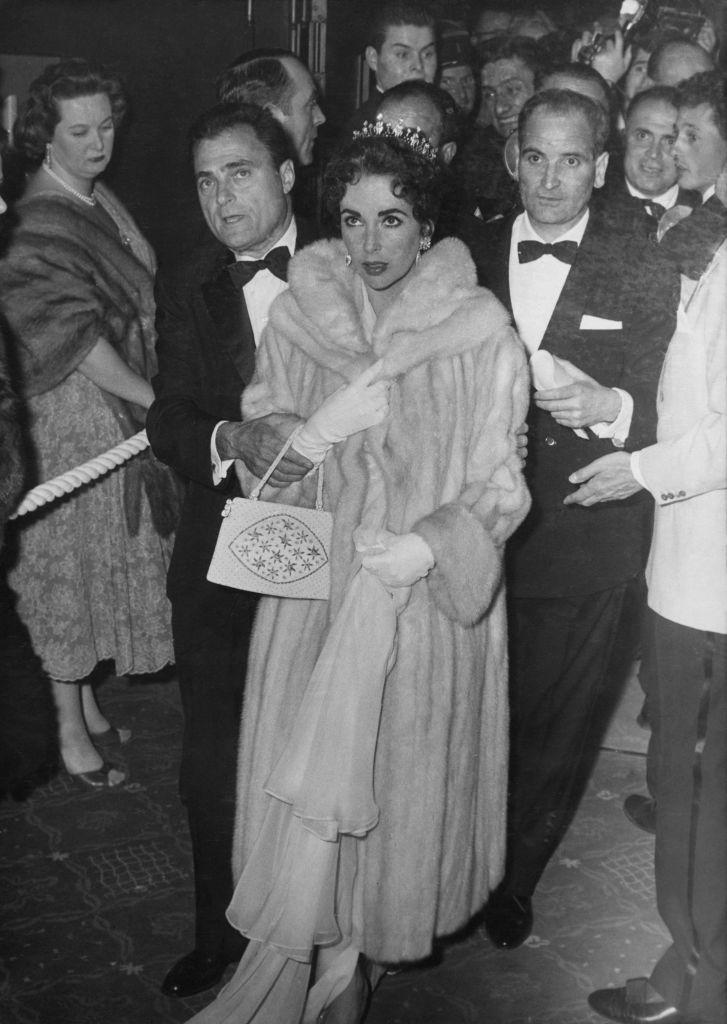 Elizabeth-Taylor-Cannes-1957