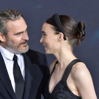 Joaquin Phoenix és Rooney Mara első gyermekét várja