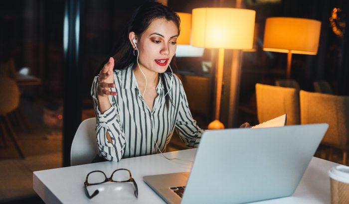 Hogyan nézz ki jobban a videokonferenciákon?