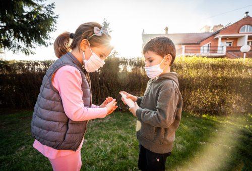 Újabb koronavírus-dilemma: hogyan játszhatnak együtt a gyerekek?