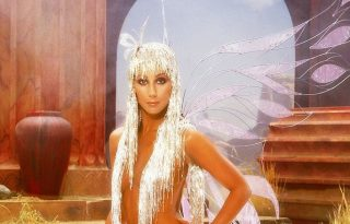 74 éves lett Cher – Így néz ki ma a kortalan díva