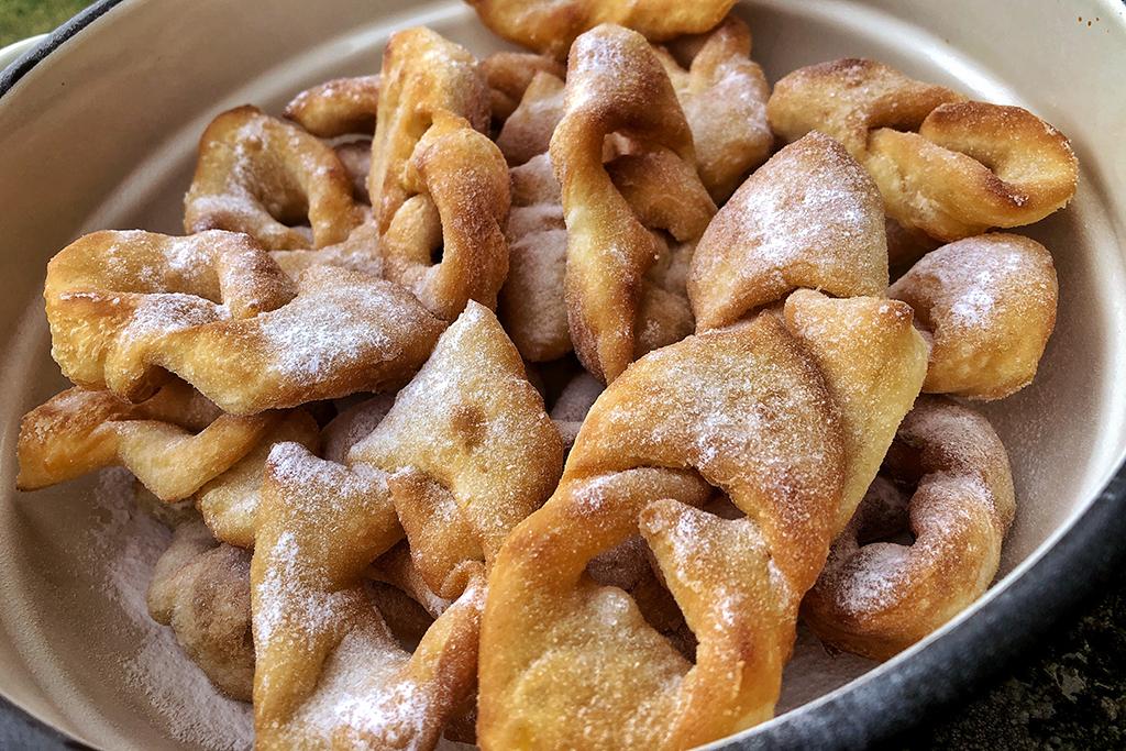 nem piskóta-desszert-sütemény-süti-nagymama-recept-fánk-forgácsfánk