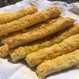Nem piskóta: a sajtos rúd receptje