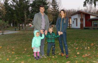 Hosszúra sikerült karantén: esélyként éli meg a gerincdaganattal élő kisfiú családja