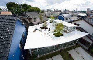 Merész tetőterasszal dobták fel a japán irodát