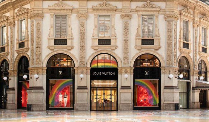 Szivárványba öltözteti kirakatait a Louis Vuitton