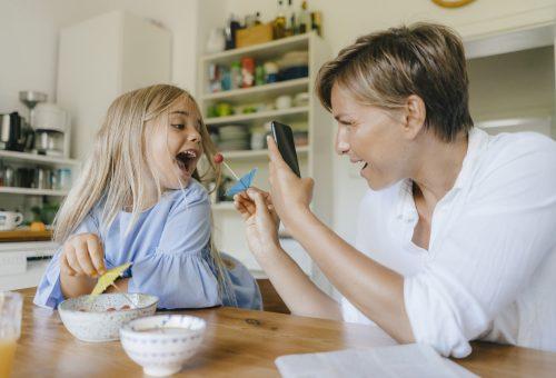 Te mit szólnál, ha beperelne a gyereked a Facebookra posztolt képek miatt?