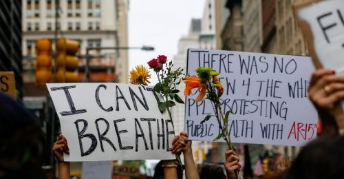 Volt, akit a rendőrök vittek el, mások online demonstrálnak – A sztárok is felemelték a hangjukat a rasszizmus ellen