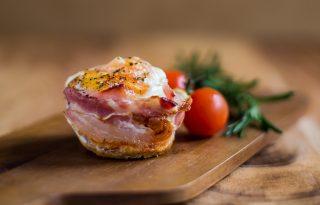 Édesburgonyás-baconös tojásmuffin, a legkirályibb reggeli