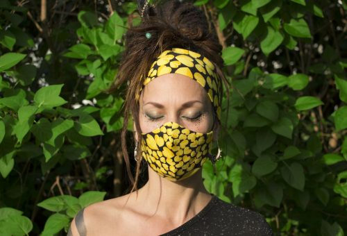 Villants kortárs magyar művészi grafikákat limitált szériás maszkokkal