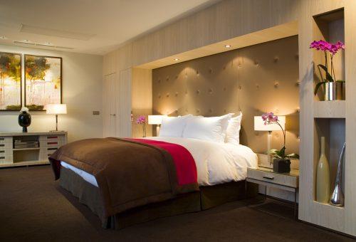 Kik alszanak a budapesti luxusszállodák ágyaiban?