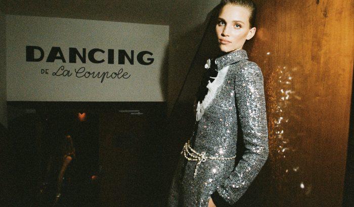 Ilyen egy Chanel divatbemutató a kulisszák mögött