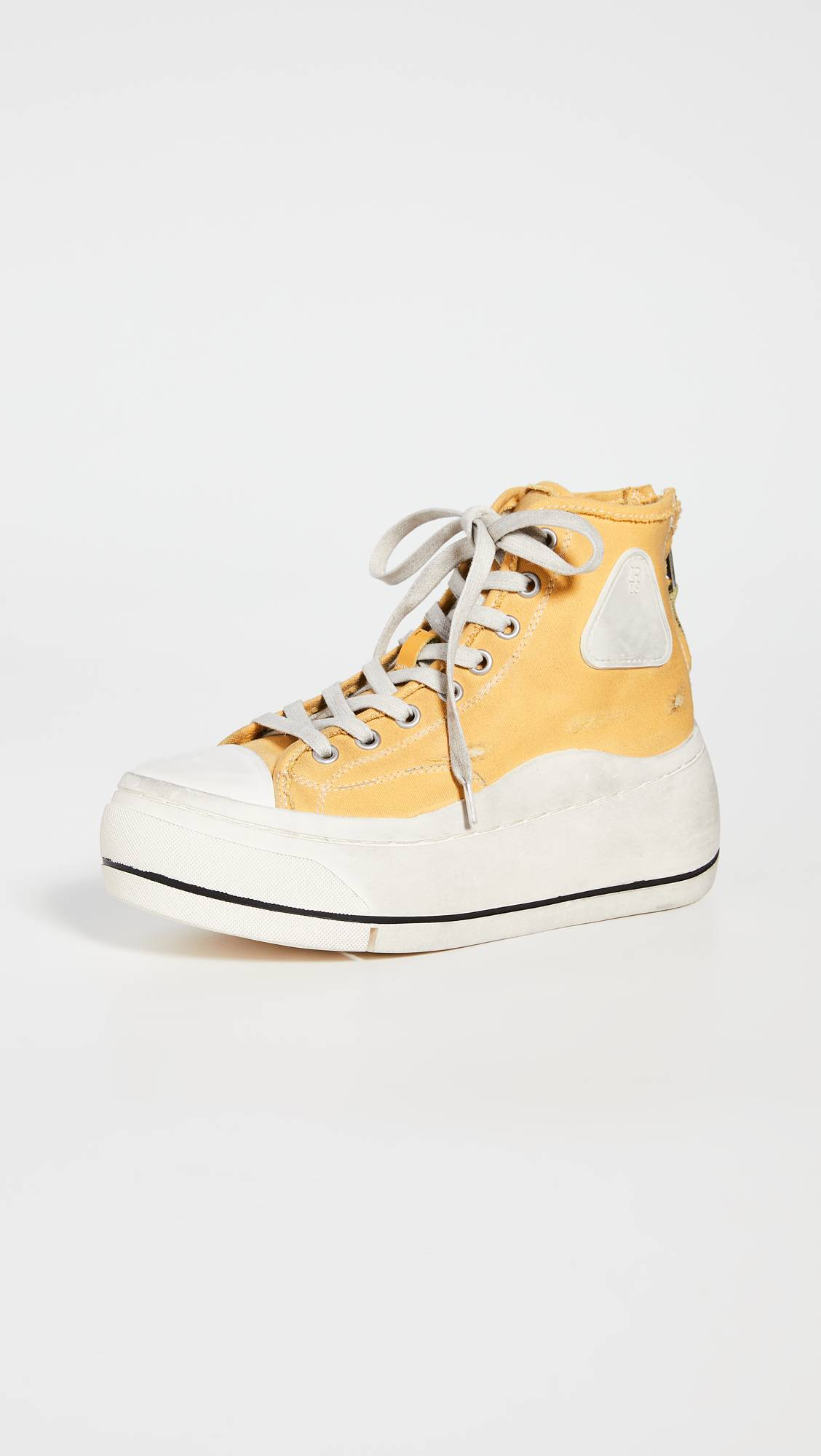 7. kép: R13 sneaker