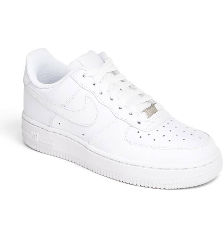 9. kép: Nike Air Force sneaker