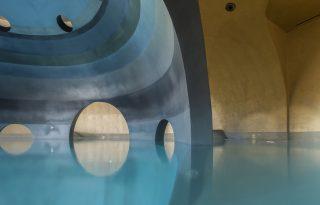 Igazi álom úti cél a görög hegyoldalba vájt fürdő