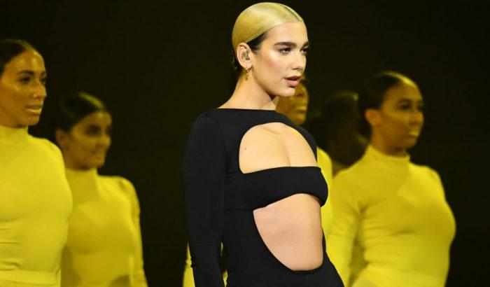 Dua Lipa Versace biciklis nadrágját imádja a világháló