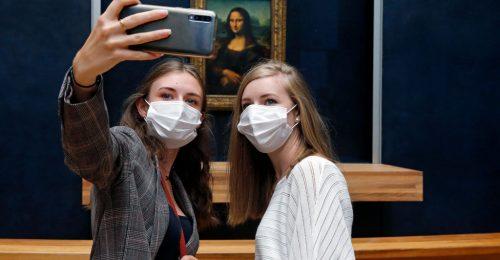 Mona Lisa visszatért: különleges szabályokkal nyitott újra a Louvre