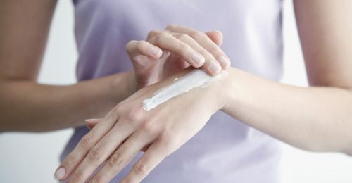 Gyógyír a sebekre: kórházakat támogat a szépségmárka