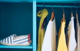 3 egyszerű kérdéssel lefelezhető a ruhásszekrényünk tartalma