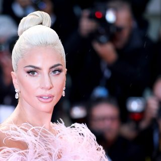 Lady Gaga nem tud betelni a szépségiparral