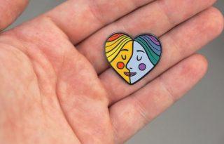 A szabad szerelmet támogatja a magyar kitűző