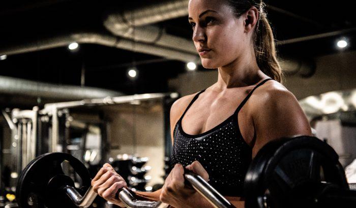 A súlyzós edzés az agyat erősíti először, nem az izmokat