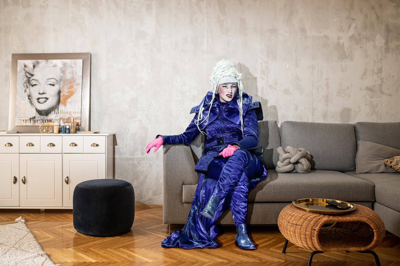 2. kép: BORBÉLY ALEXANDRA Rendőrhadnagy — Tartuffe Fotó: Neményi Márton Előadáskép: Horváth Judit