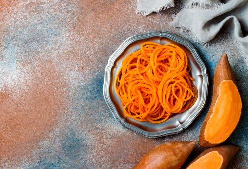 Édesburgonya-spagetti mandulaszósszal