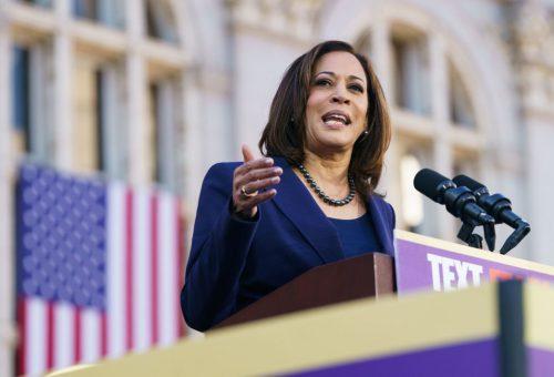 Ő lett az USA első fekete női alelnökjelöltje – Ki az a Kamala Harris?