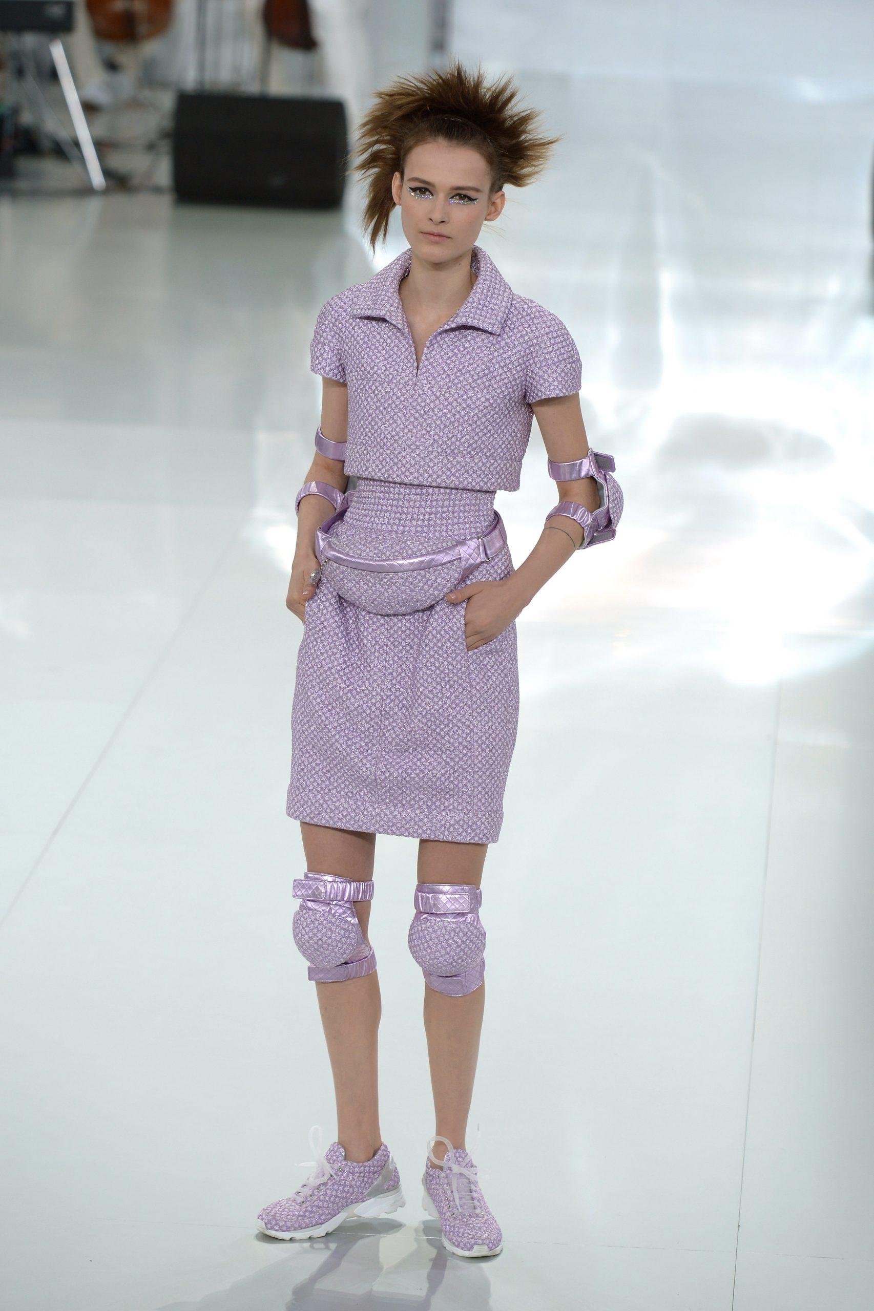 13. kép: Térd- és könyökvédő a 2014-es haute couture showról