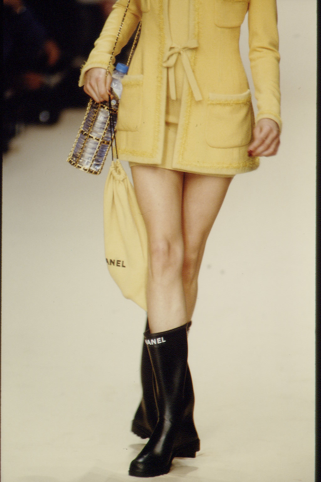 8. kép: Chanel ásványvizes palacktartó 1996-ból