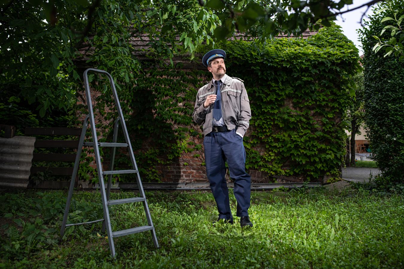 16. kép: MÉSZÁROS BÉLA Rendőr — Szürke galamb Fotó: Neményi Márton Előadáskép: Dömölky Dániel