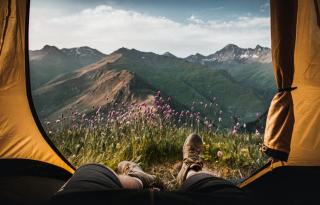 Social distancing és utazás: irány a kemping!