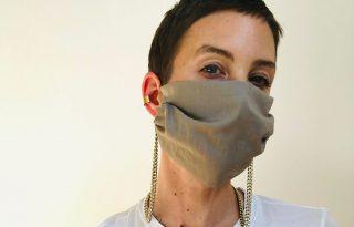 Egy ékszertervező szerint az arcmaszk is lehet kiegészítő