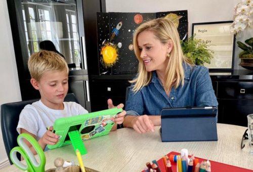 Reese Witherspoon együtt tanul a kisfiával – Így vágtak bele a sztárgyerekek a suliba
