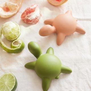 Cuki játékteknősök óceáni hulladékból