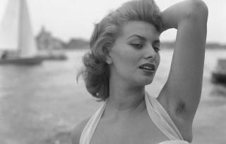 A csupaszság nyomában: miért lett elvárás a szőrtelen női test?
