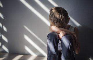 Jobb intézményekre és elérhető szakemberekre lenne szüksége az autista gyereket nevelő családoknak