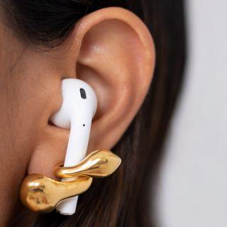 Finom fülbevalókkal rögzíthetjük az AirPodunkat