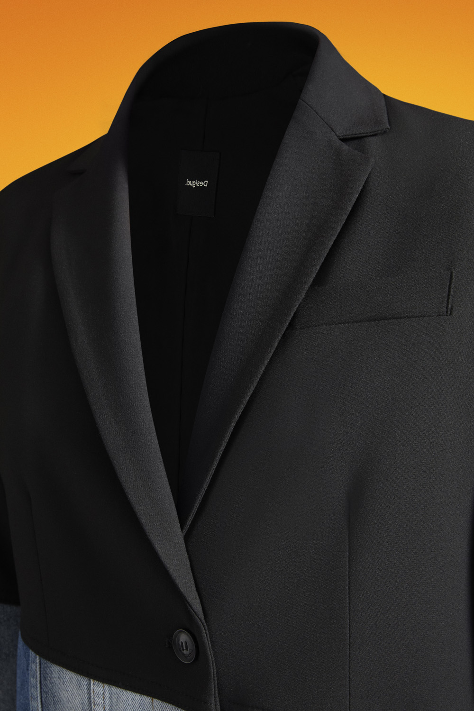 25. kép: Hybrid Jacket Desigual