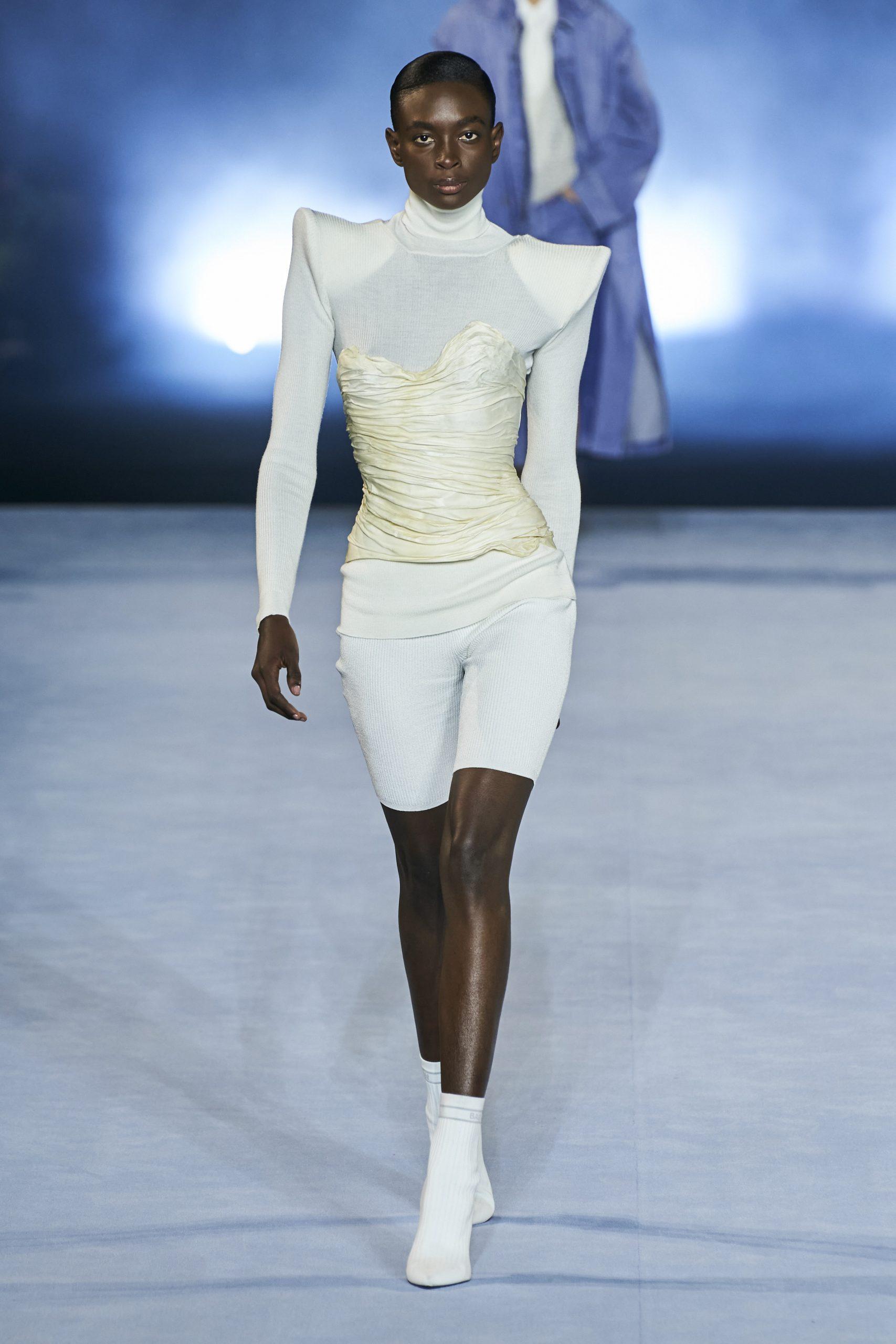 13. kép: Párizsi divathét - 2021-es tavaszi-nyári ready to wear kollekció - Balmain