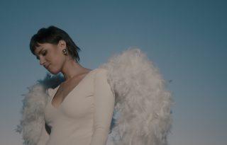 Nemet mondani a mérgező kapcsolatokra – megjelent Mayer Fanni új klipje