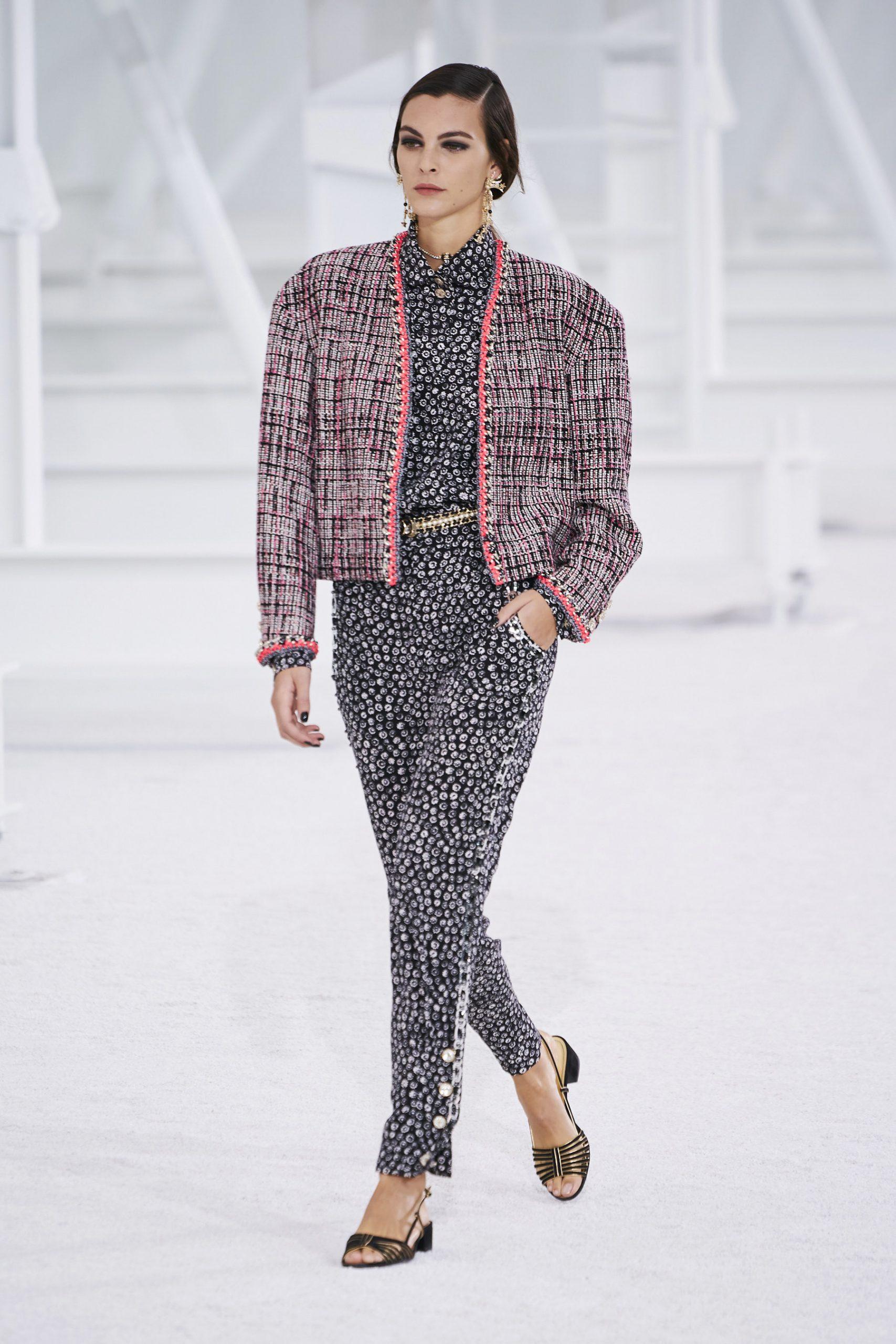 4. kép: Párizsi Divathét - Chanel - 2021 tavasz-nyár - ready to wear
