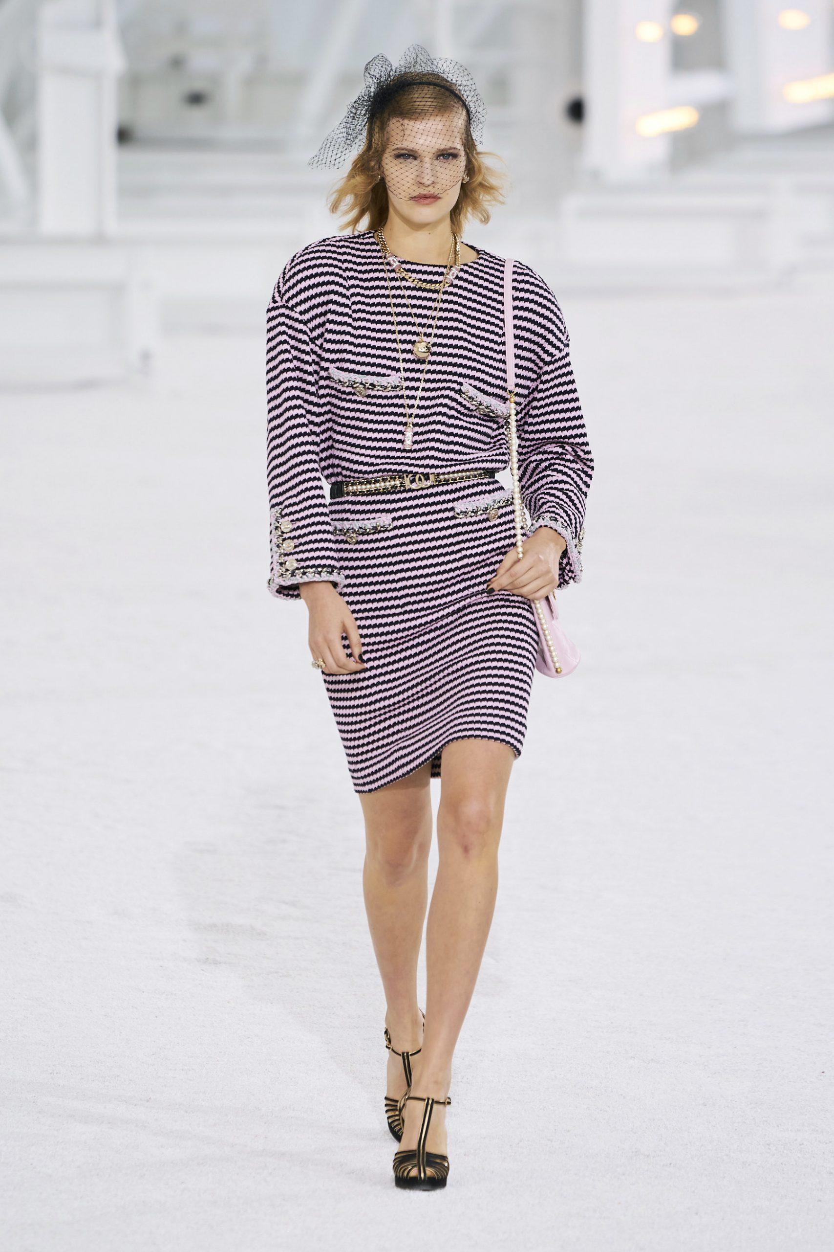 2. kép: Párizsi Divathét - Chanel - 2021 tavasz-nyár - ready to wear
