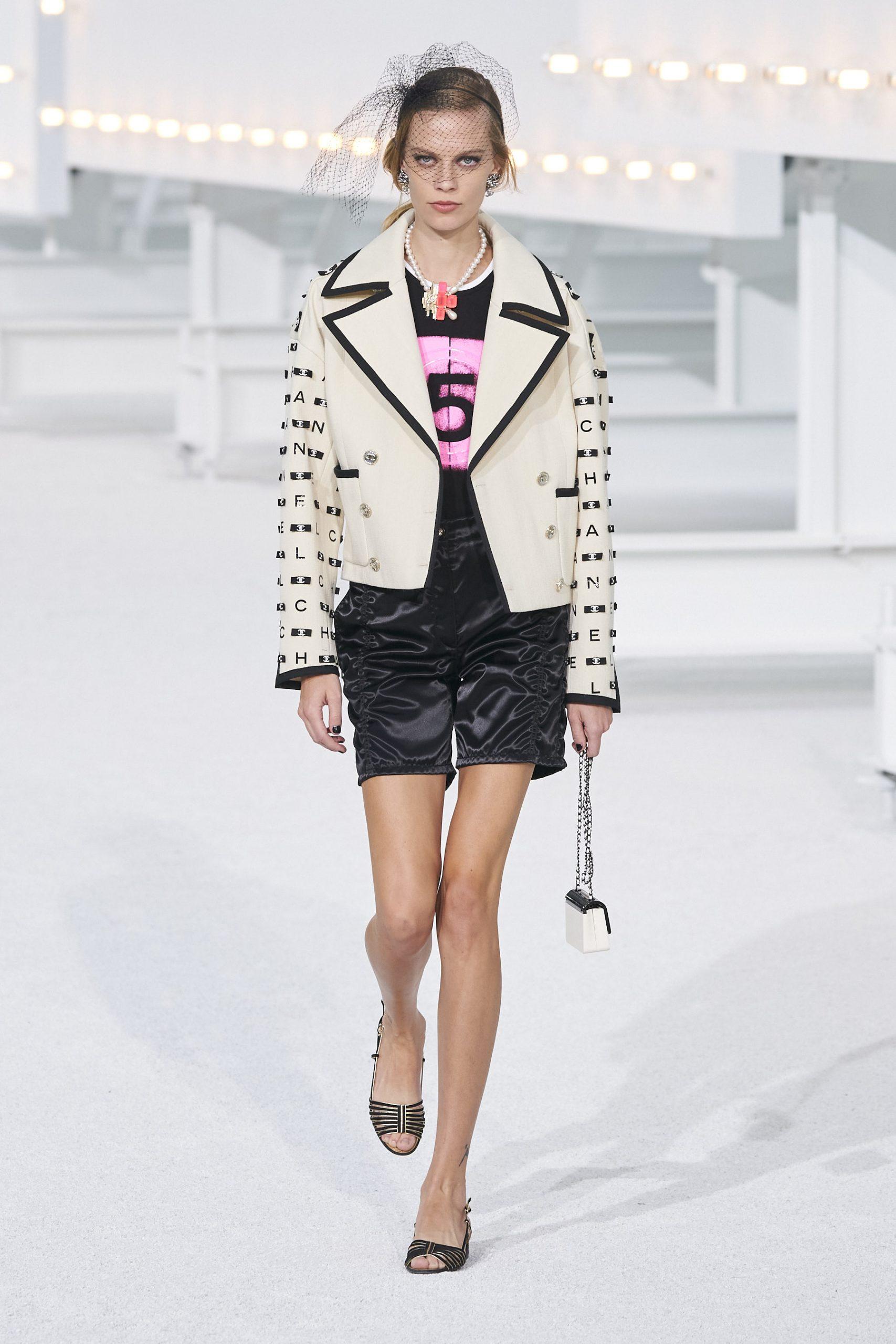 18. kép: Párizsi Divathét - Chanel - 2021 tavasz-nyár - ready to wear