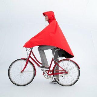 Elkészült az esőkabát, amiben biciklizni is kényelmes