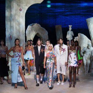 Donatella Versace minden munkatársának ingyen biztosította a Covid-tesztet