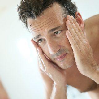 A férfiak bőre később, de hirtelen és látványosan öregszik